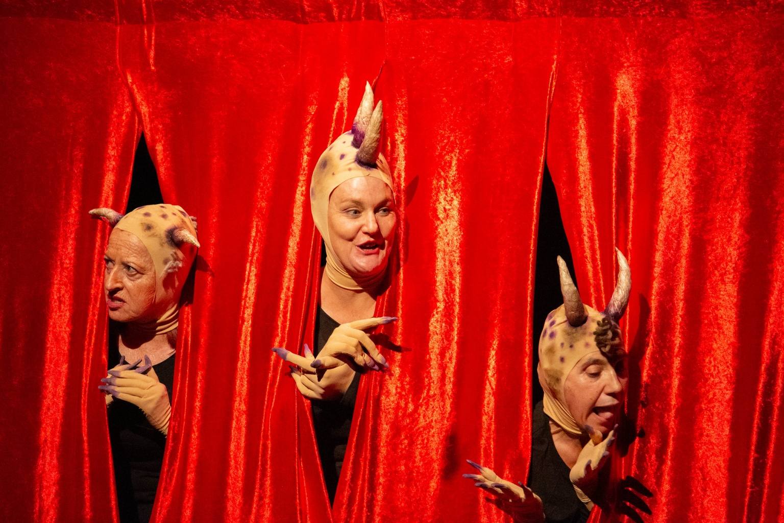 Diablos, brujas y granujas